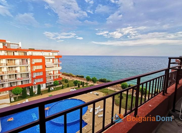Просторный апартамент на первой линии моря. Фото 1