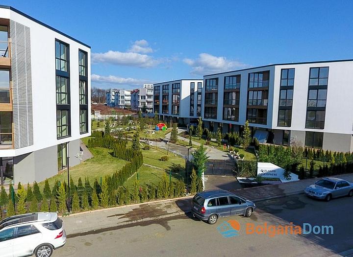 Новая трехкомнатная квартира в элитном доме в Сарафово. Фото 1