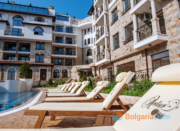 Купить двухкомнатную квартиру в Святом Власе с видом на море. Фото 1