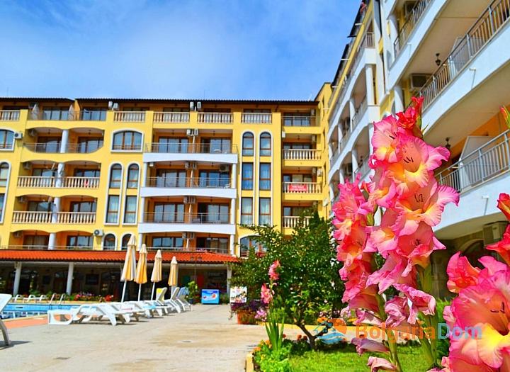 Трехкомнатная квартира в комплексе Роял Дримс, Солнечный Берег. Фото 1