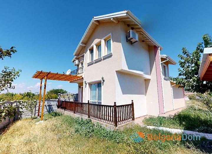 Отличный двухэтажный дом с участком около Солнечного Берега. Фото 1
