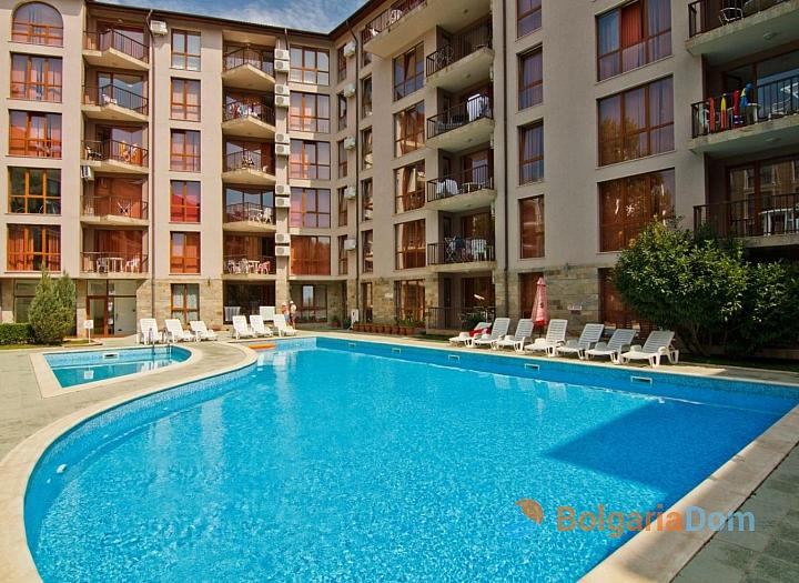 Недорогая трехкомнатная квартира в Солнечном Береге. Фото 1