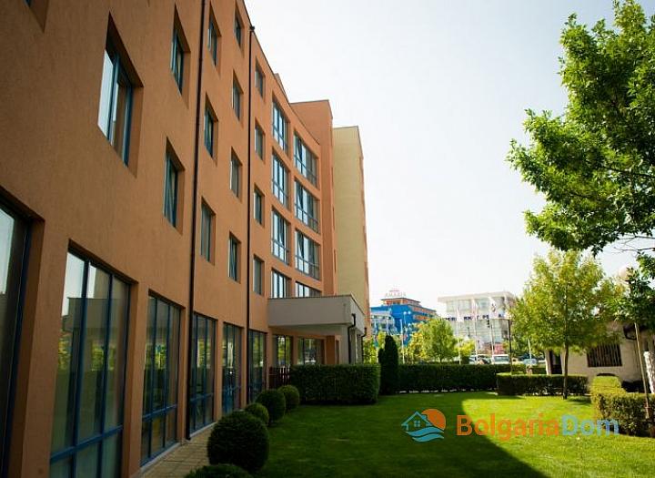 Двухкомнатная квартира в отличном комплексе в центре Солнечного Берега. Фото 12