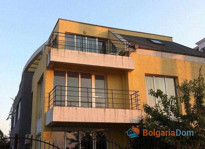Просторная двухкомнатная квартира в Равде. Фото 6