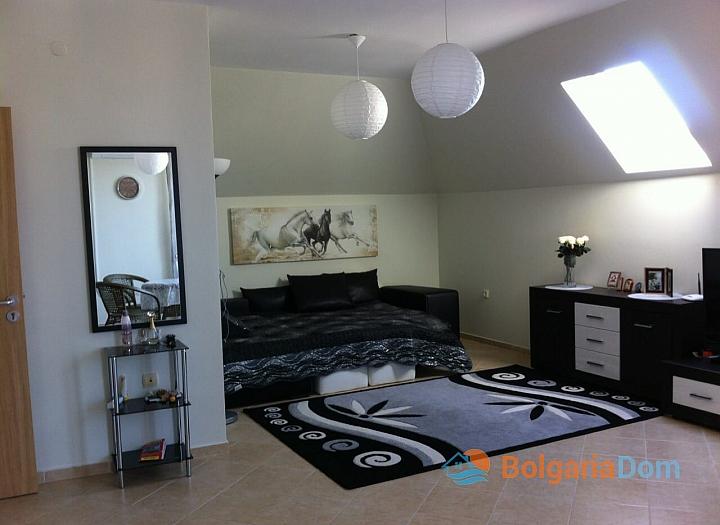 Просторная двухкомнатная квартира в Равде. Фото 9