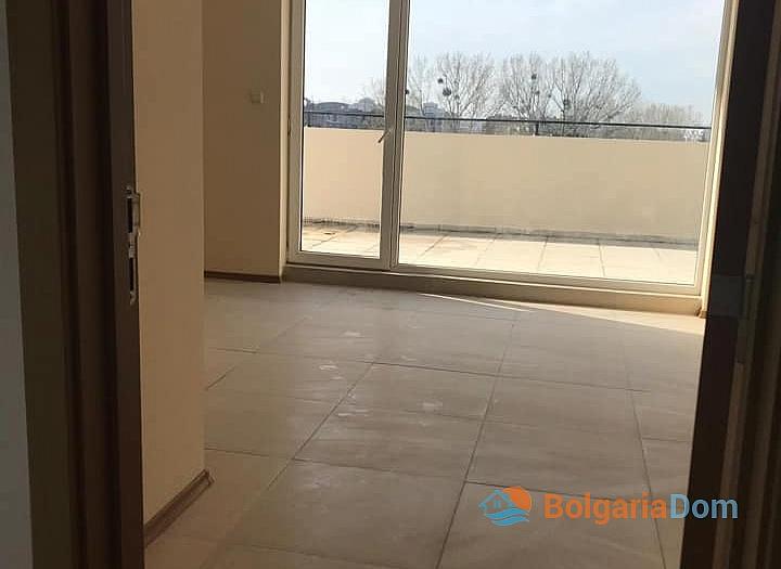 Квартира с большой панорамной террасой в Солнечном Береге. Фото 8
