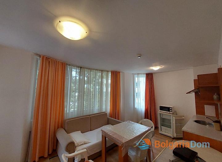 Прекрасный апартамент с двумя спальнями без таксы на Солнечном берегу. Фото 2