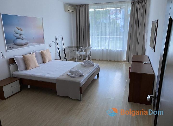Квартира на первой линии по выгодной цене в Бяле. Фото 1