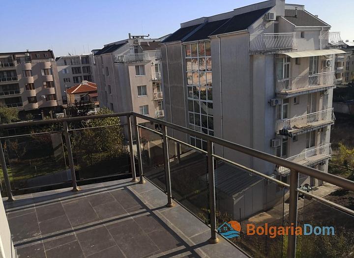 Двухкомнатный апартамент с видом на море в Святом Власе. Фото 1
