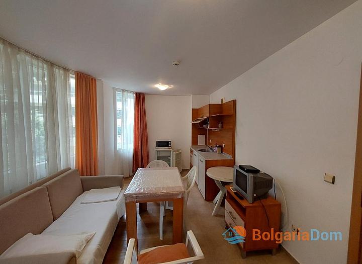 Прекрасный апартамент с двумя спальнями без таксы на Солнечном берегу. Фото 8
