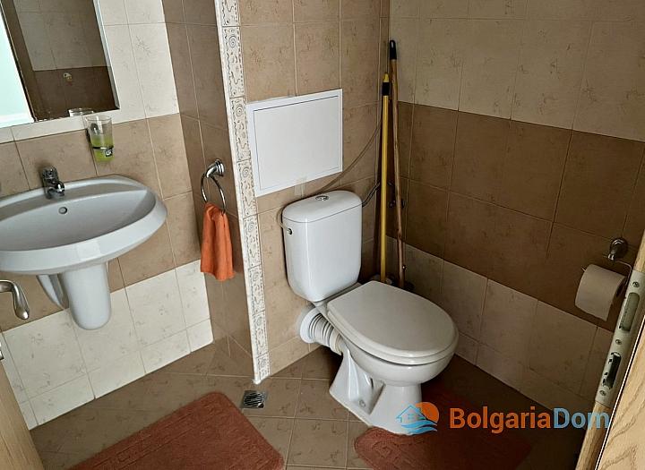 Двухкомнатная квартира на продажу в курортном поселке с видом на море. Фото 1