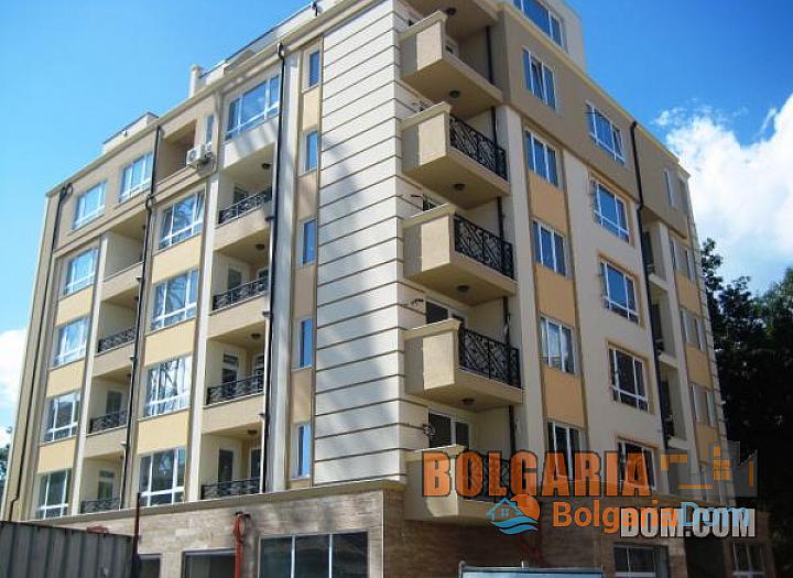 Двухкомнатная квартира в элитном районе Бургаса Лазури!. Фото 1