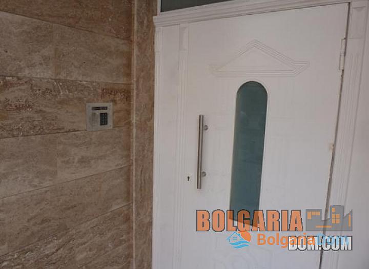 Двухкомнатная квартира в элитном районе Бургаса Лазури!. Фото 3