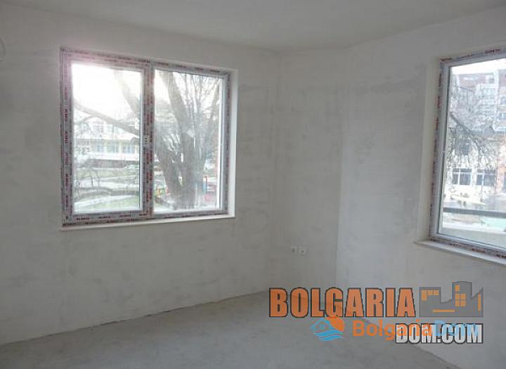 Двухкомнатная квартира в элитном районе Бургаса Лазури!. Фото 4