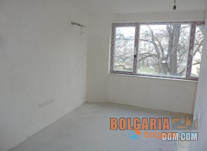 Двухкомнатная квартира в элитном районе Бургаса Лазури!. Фото 10