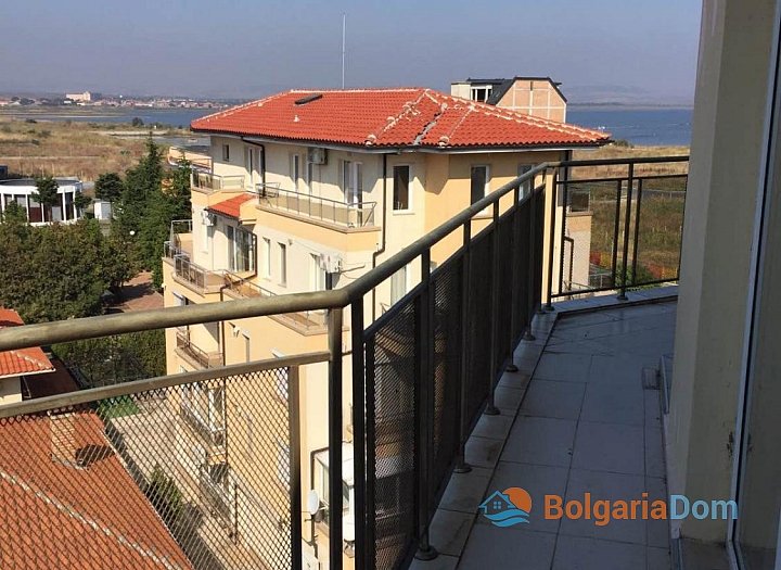 Просторный трёхкомнатный апартамент в Поморие . Фото 14