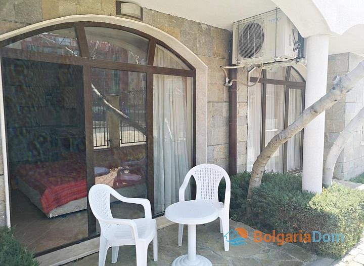 Меблированная студия с двориком в Солнечном Береге. Фото 8