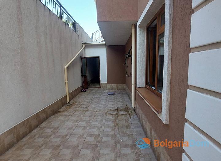 Просторная трехкомнатная квартира в центре Солнечного берега. Фото 16