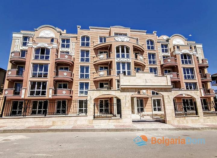 Новая трехкомнатная квартира в комплексе Амелия Гарден по очень выгодной цене. Фото 2