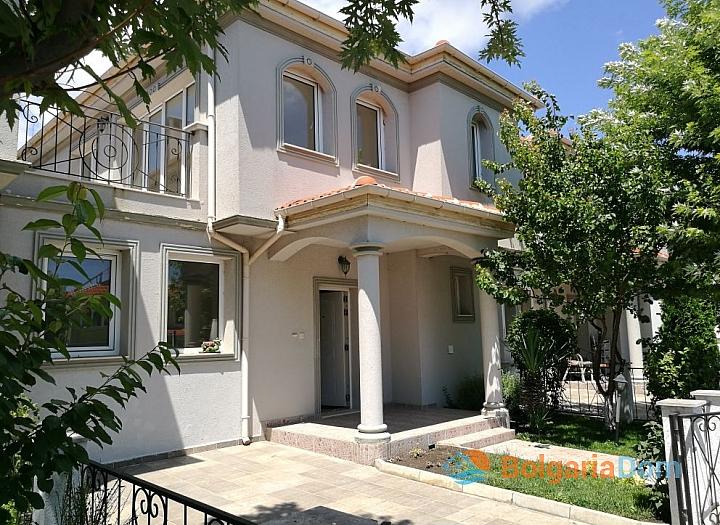Двухэтажный дом в пригороде Бургаса - для ПМЖ. Фото 1