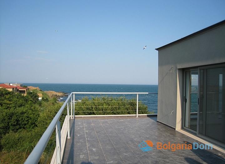 Трехэтажный дом на берегу моря. Фото 8