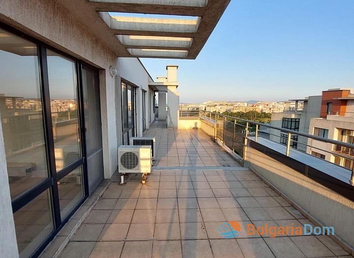 Огромный апартамент на весь этаж с панорамным видом на море и Бургас!. Фото 5