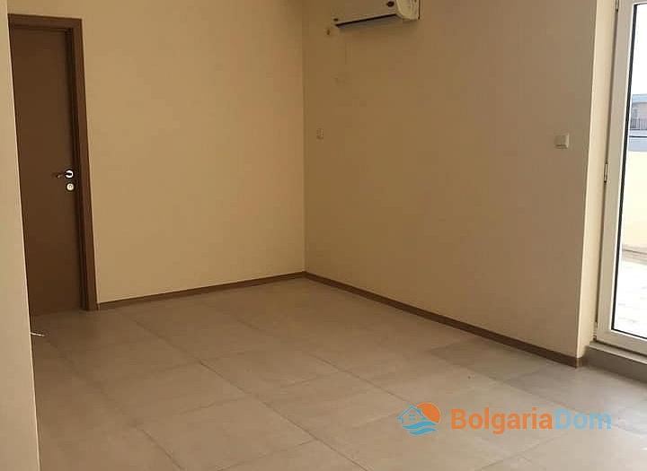 Квартира с большой панорамной террасой в Солнечном Береге. Фото 6