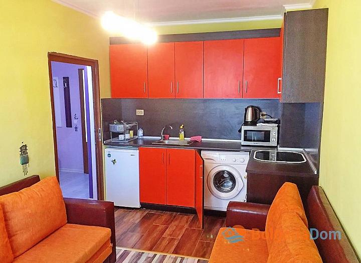 Двухкомнатная квартира на первой линии в Поморие. Фото 1
