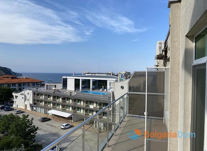 Просторный двухкомнатный апартамент на первой линии моря. Фото 4