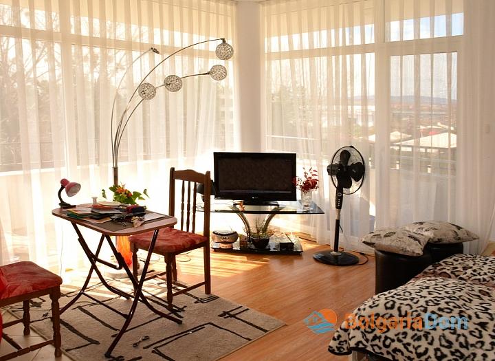 Продажа просторной студии в курорте Солнечный Берег. Фото 1