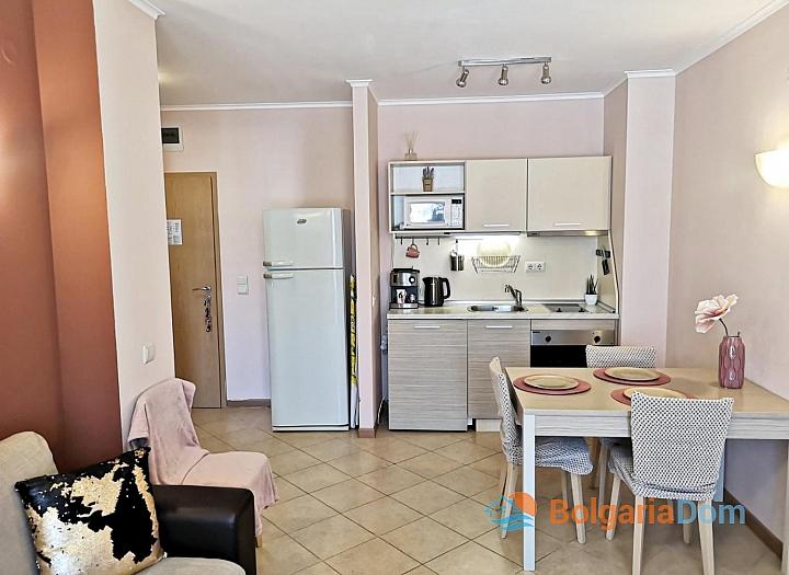 Красивая двухкомнатная квартира в комплексе Роял Сан. Фото 12