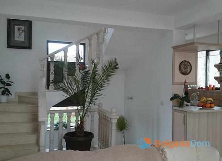 Двухэтажный дом на продажу в курорте Святой Влас. Фото 3