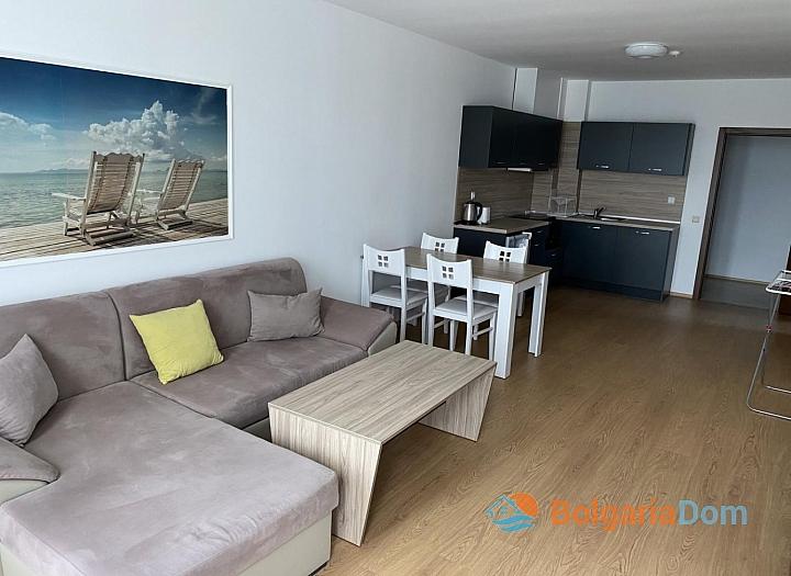 Просторный двухкомнатный апартамент на первой линии моря. Фото 3