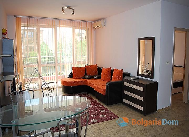 Квартира в жилом доме без таксы в центре Солнечного Берега. Фото 1