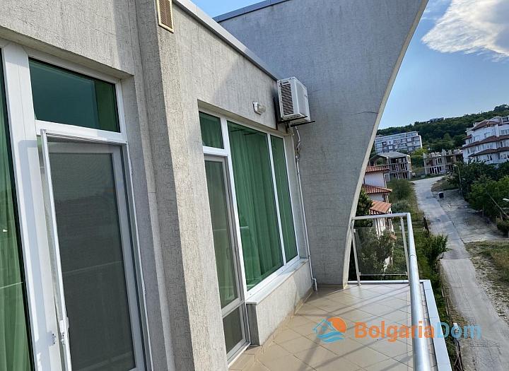 Просторный двухкомнатный апартамент на первой линии моря. Фото 5
