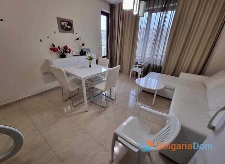 Небольшая двухкомнатная квартира в Приморско около моря. Фото 1