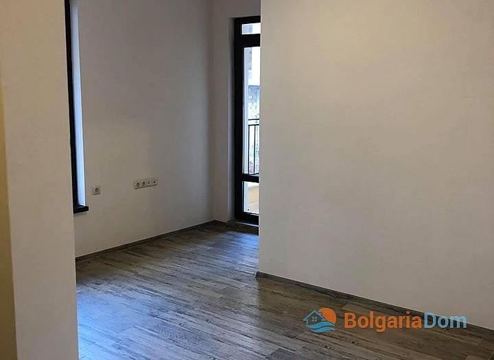 Отличная квартира в жилом доме без таксы в Несебре. Фото 3