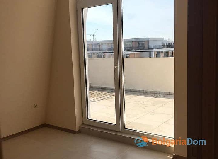Квартира с большой панорамной террасой в Солнечном Береге. Фото 9