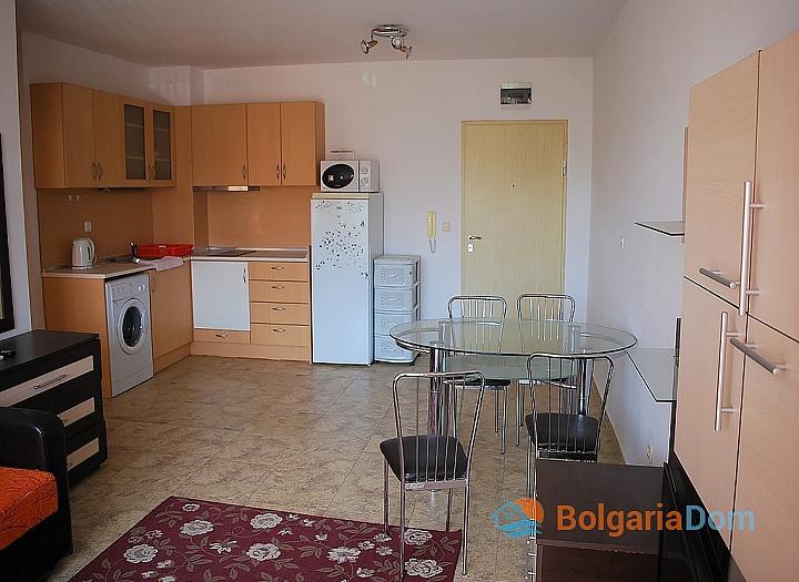 Квартира в жилом доме без таксы в центре Солнечного Берега. Фото 7