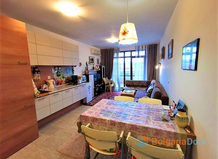 Двухкомнатная квартира в комплексе Грин Лайф Бич Резорт. Фото 3