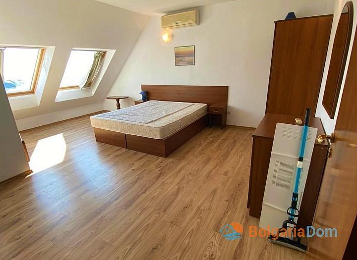 Большая двухкомнатная квартира с боковым видом на море рядом с пляжем. Фото 21