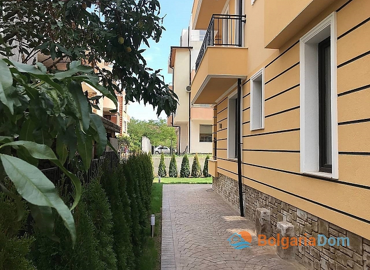 Отличная квартира в жилом доме без таксы в Несебре. Фото 12