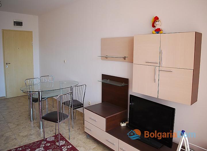 Квартира в жилом доме без таксы в центре Солнечного Берега. Фото 8