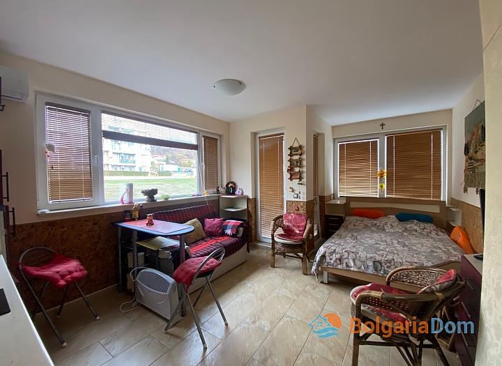 Двухкомнатная квартира в комплексе на Солнечном Берегу. Фото 2