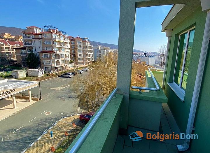 Большая двухкомнатная квартира с боковым видом на море рядом с пляжем. Фото 11