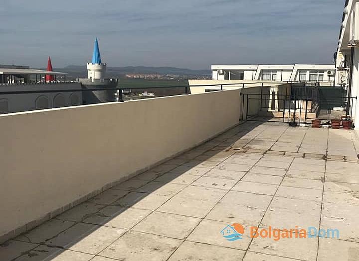 Квартира с большой панорамной террасой в Солнечном Береге. Фото 5
