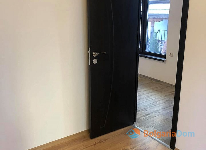 Отличная квартира в жилом доме без таксы в Несебре. Фото 9
