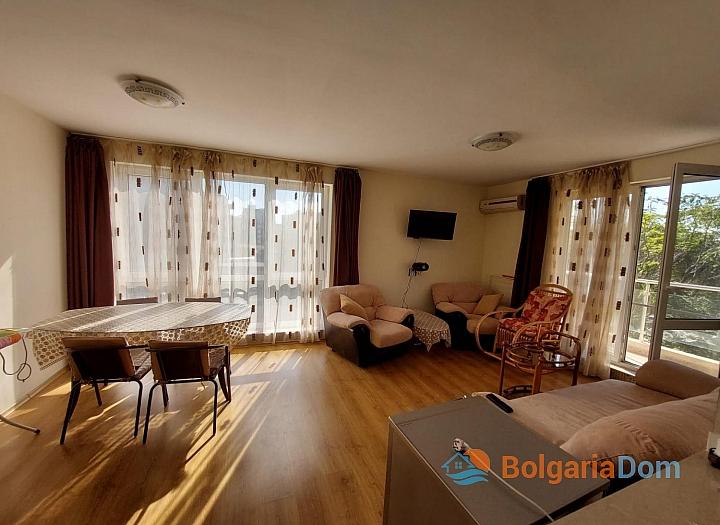 Прекрасный апартамент с двумя спальнями на Солнечном берегу. Фото 2