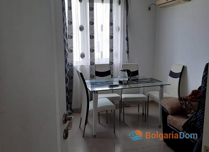 Новая красивая трехкомнатная квартира в жилом доме в центре Равды. Фото 4
