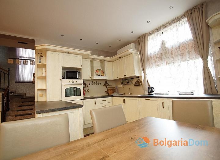 Отличный меблированный двухэтажный дом в Равде . Фото 2